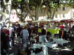 photo de brocante collections art et deco