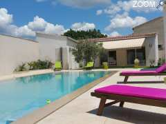 photo de Un patio en Provence Tourisme Affaires Vacances